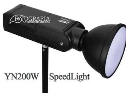 Youngnuo YN200Watts Speedlight